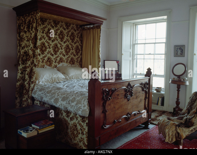 Carved wooden antique half tester bed with patterned curtains on canopy in traditional townhouse bedroom - & Half Tester Bed Stock Photos u0026 Half Tester Bed Stock Images - Alamy