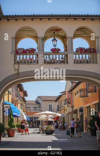 Serravalle stock photos serravalle stock images alamy for Serravalle outlet