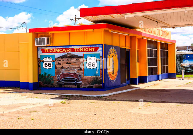 a-restored-1950s-conoco-gas-station-on-r