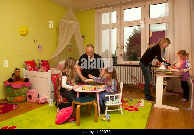 wohnung paar stock photos wohnung paar stock images alamy. Black Bedroom Furniture Sets. Home Design Ideas