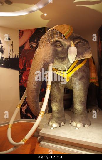 Model Elephant Stock Photos & Model Elephant Stock Images ...