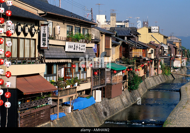 japan kansai kyoto huser am kamo fluss stock image