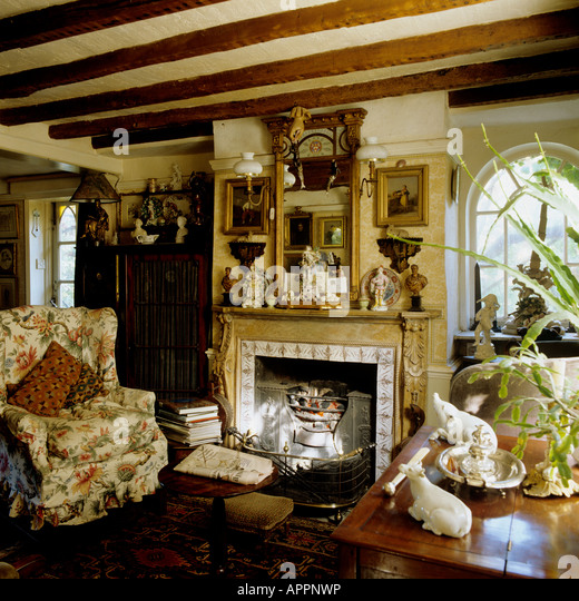 Victorian Sitting Rooms: Victorian Style Cottage Stock Photos & Victorian Style