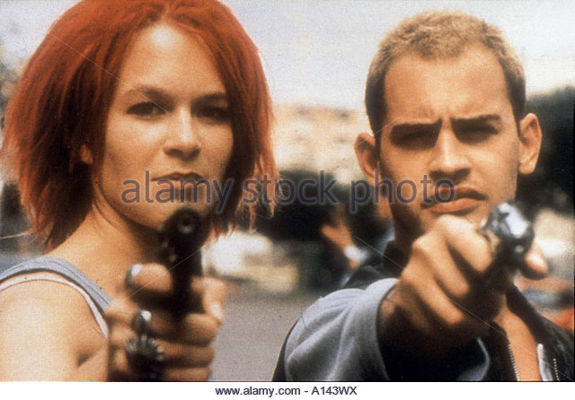 run lola run by director tom tykwer The movie 'run lola run' directed by tom tykwer and 'the red tree' written by shaun tan, both establish two core ideas which are chance and time the use of a variety of techniques create distinctively visual images that are highly distinctive.