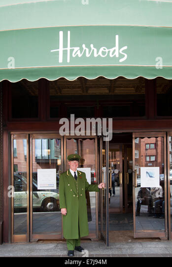 Harrods stock photos harrods stock images alamy for Door 4 harrods