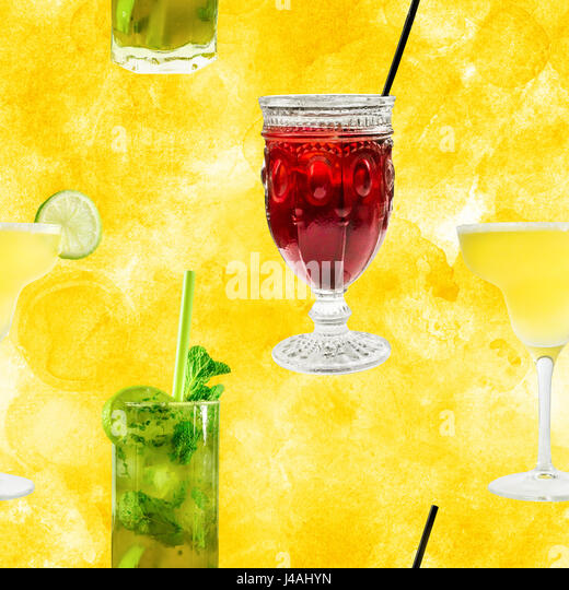 Seamless pattern of vibrant cocktails photos on golden - Stock Image