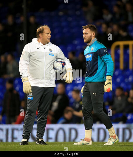 Christian Eriksen In Tottenham Hotspur V Newcastle United: Chats With Goalkeeper Stock Photos & Chats With Goalkeeper