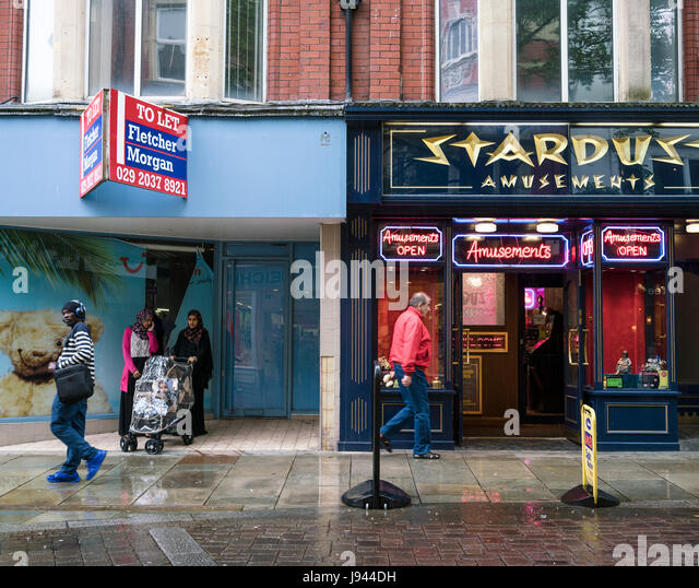 Newport, Wales. Stardust casino & bingo. In recent years many shops on the High Street have shut with numerous - Stock Image