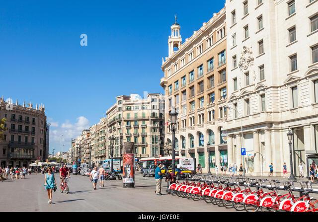 Barcelona Spain Catalunya barcelona Plaça de Catalunya Santander bikes cycle hire central square of Barcelona - Stock Image
