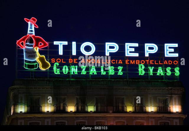 Advert sherry stock photos advert sherry stock images for Tio pepe madrid puerta del sol