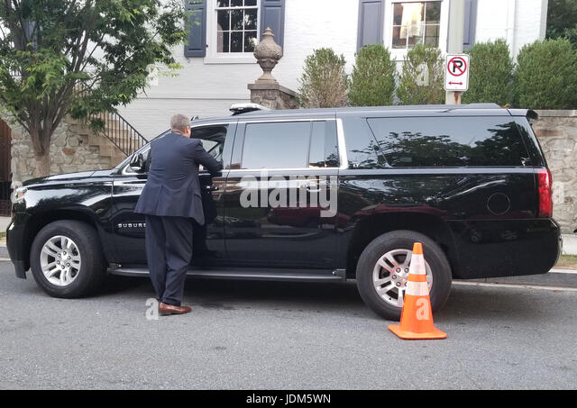 ... wait at the front of Ivanka Trump's Washington DC home - Stock Image