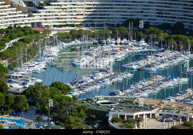 Loubet stock photos loubet stock images alamy for Piscine marina baie des anges