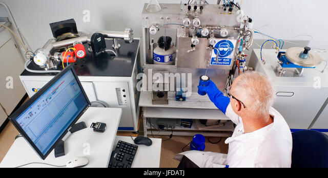 how mass spectrometer is used in radioactive dating Other isotopes are used by geologists to date older material necessary for dating but use of the ams (accelerator mass spectrometer) today necessitates only.