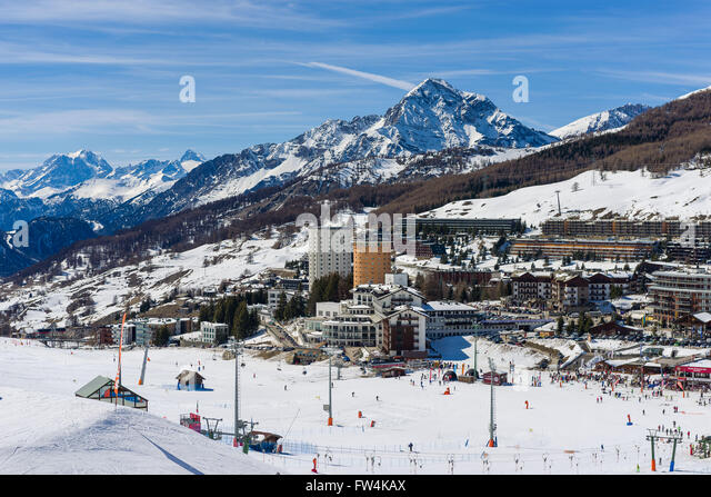 Cottian alps stock photos cottian alps stock images alamy for Moderne skihotels