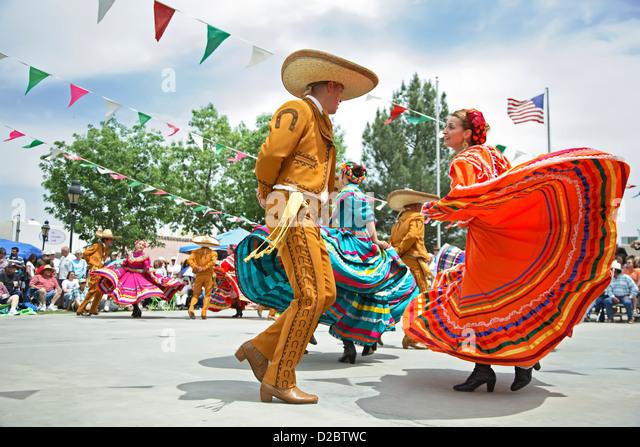 mexican-dancers-cinco-de-mayo-celebratio