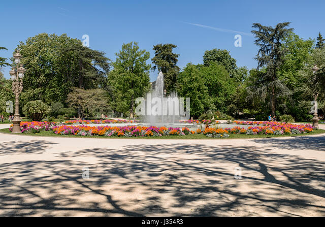 Pond french public gardens stock photos pond french public gardens stock images alamy for Jardin grand rond toulouse