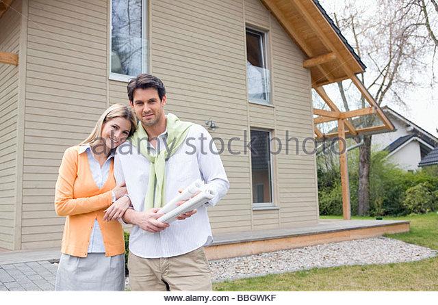 Home improvement exterior stock photos home improvement exterior stock images alamy - Young couple modern homes ...
