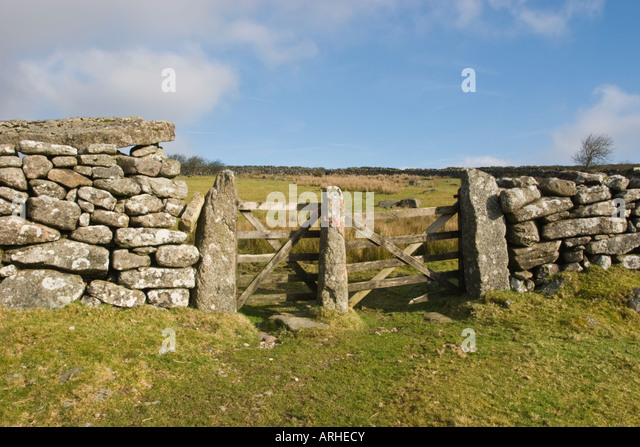 Dry Stone Pillar : Stone pillar gate stock photos