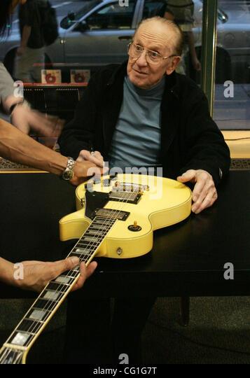 Guitar Legend Les Paul Dies