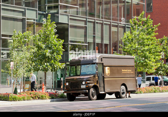 Ups Delivery Van Stock Photos & Ups Delivery Van Stock Images - Alamy