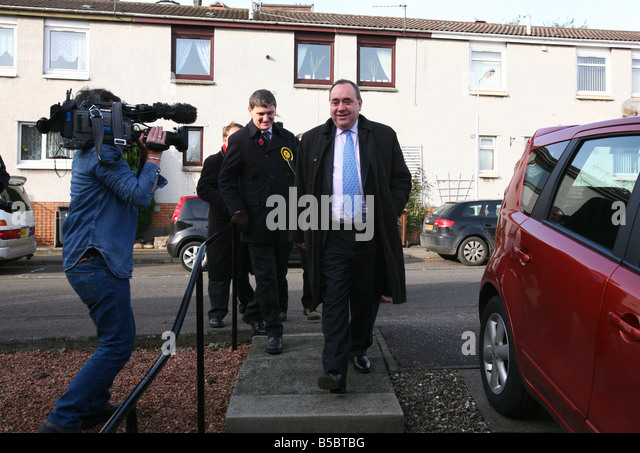 Perfect SNP Candidate In The Glenrothes By Election Peter Grant Campaigns In Methil  With Alex Salmond First