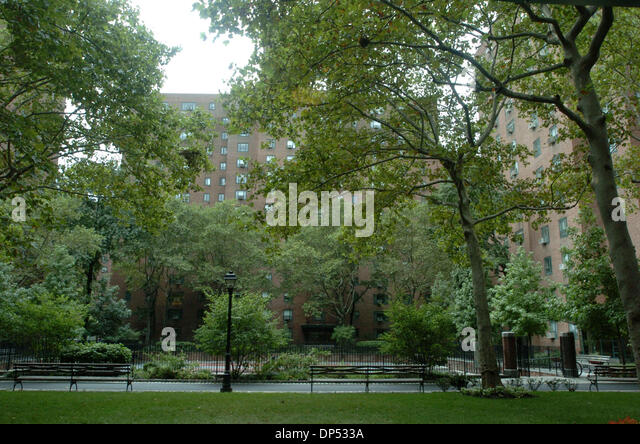 Stuyvesant town stock photos stuyvesant town stock for Peter cooper village