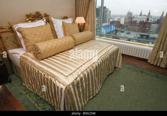 [Image: presidential-suite-overlooking-the-kreml...b9a25m.jpg]