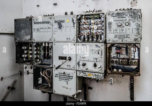 old fuse box f3xrfr sicherungskasten stock photos & sicherungskasten stock images alamy Old Fuse Box Parts at honlapkeszites.co