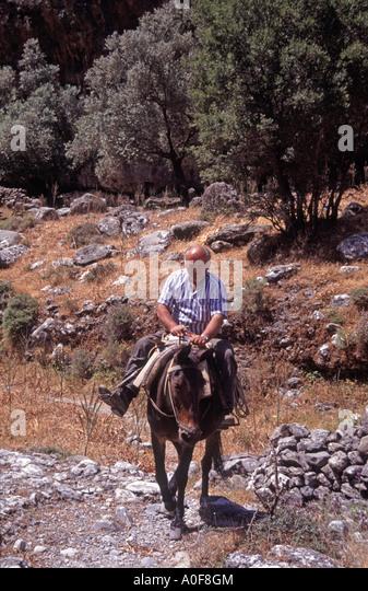 crete men Folklore costumes, crete island,φορεσιές απο τη λεβεντογέννα large variety of costumes like: crete embroidered ,crete anogia ,crete woman ,crete girl ,crete men emroidery ,crete man with coat ,crete man with vest ,crete man with vest ,crete men emroidery ,crete man ,crete men emroidery ,crete boy ,crete woman ,crete.