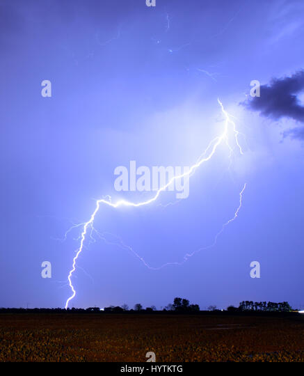 Thunder storms stock photos thunder storms stock images for Lightning landscape