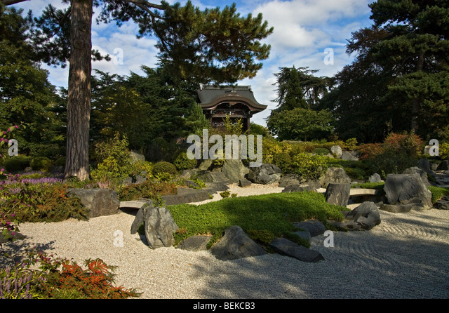 Japanese gateway stock photos japanese gateway stock for Garden gateway