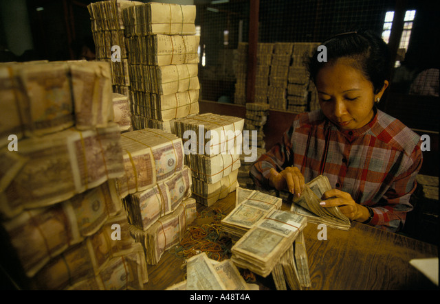Cashier Counting Stock Photos & Cashier Counting Stock Images - Alamy