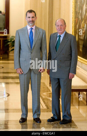 ¿Cuánto mide el Rey Juan Carlos I? - Altura - Real height Spanish-king-felipe-vi-and-his-father-king-juan-carlos-attend-the-ewcga1