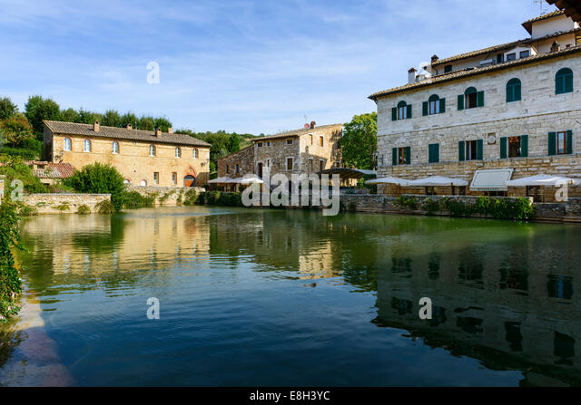 tuscany bagno vignoni piazza delle sorgente and the thermal pool stock image