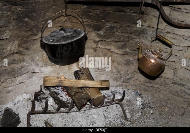 Fireplace Cast Iron Pot Kettle Stock Photos & Fireplace Cast Iron ...