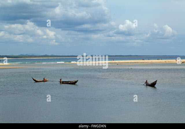 Dugout canoes stock photos dugout canoes stock images for Drag net fishing