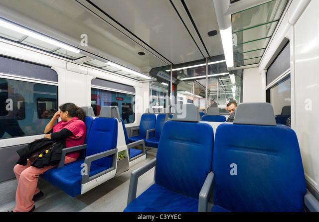Barcelona metro train stock photos barcelona metro train stock images alamy - Carrage metro ...