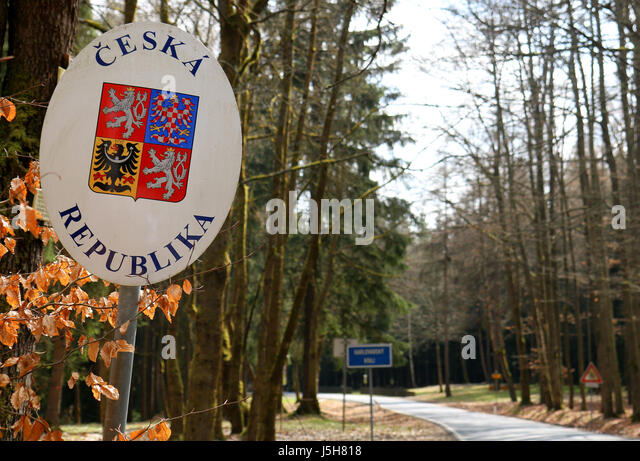 Fesselnd A Road Sign At The Germanc Czech Border Crossing With The Inscription Ceska  Republika   Bordre