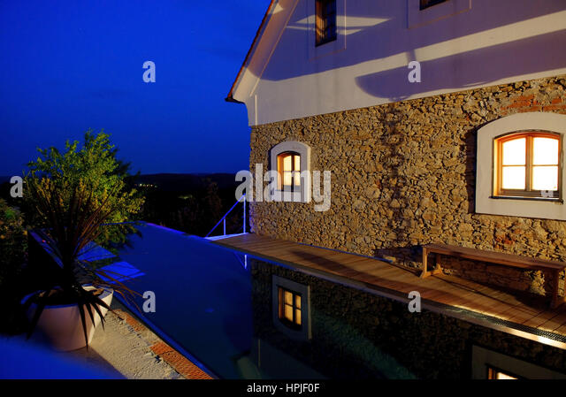 Architektonischer stock photos architektonischer stock for Haus mit pool