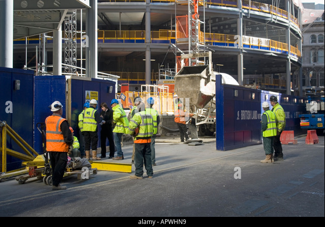 Live chute stock photos live chute stock images alamy for Building under construction insurance