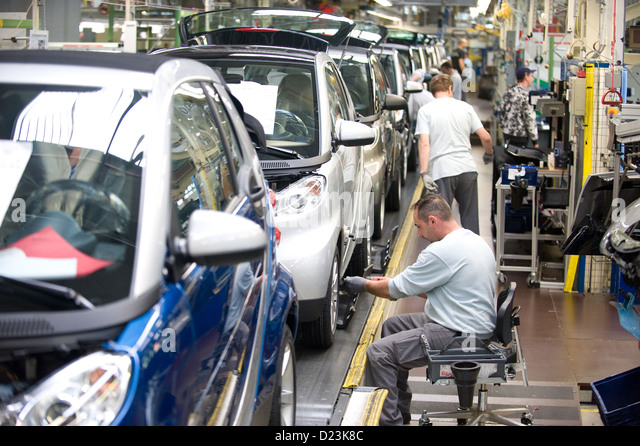 Mechanic car france stock photos mechanic car france for Garage ford meaux