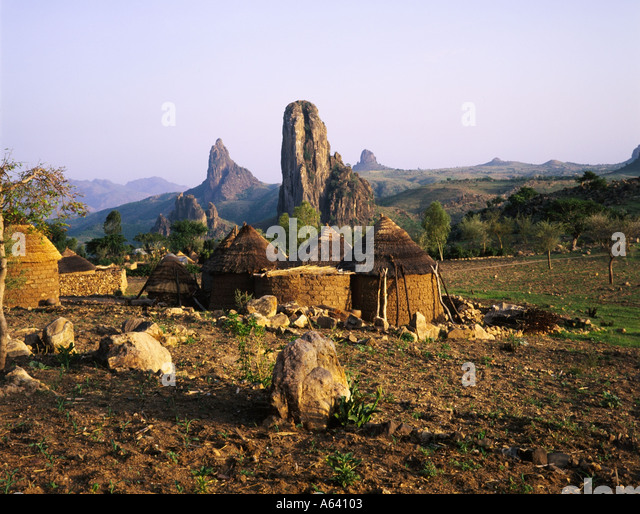 [Image: kirdi-village-and-volcanic-plugs-rhumsik...a64103.jpg]