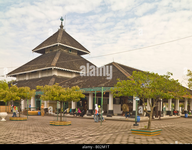 java center muslim No safe place for seasia's shia muslims  a malaysian shiite muslim performs religious rites inside a place of worship  an east java branch of the indonesian .
