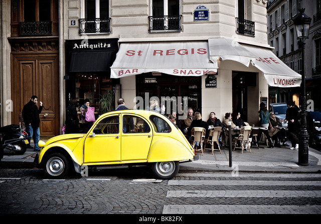 2cv paris stock photos 2cv paris stock images alamy. Black Bedroom Furniture Sets. Home Design Ideas