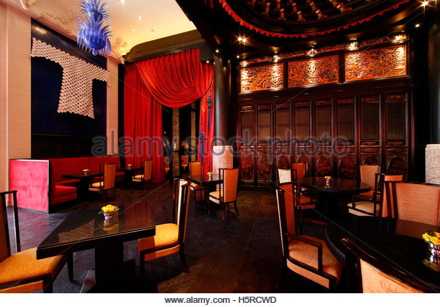 peninsula hotel paris stock photos peninsula hotel paris stock images alamy. Black Bedroom Furniture Sets. Home Design Ideas