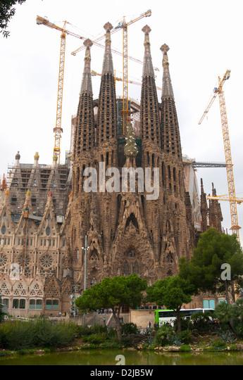 Grue stock photos grue stock images alamy for Barcelona jardin gaudi
