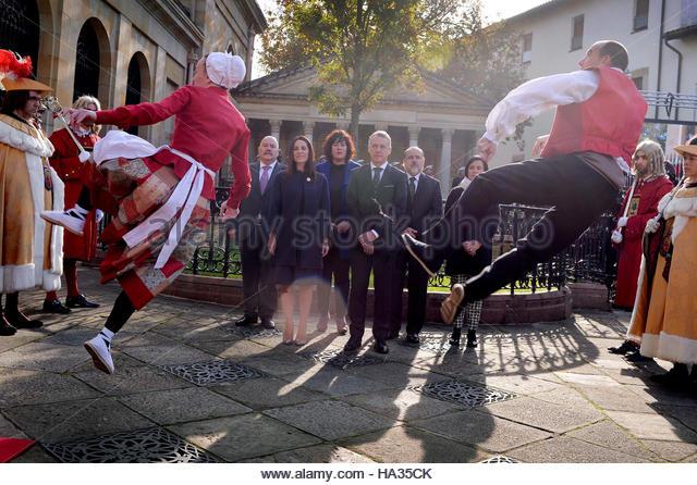 Basque Dancers Stock Photos & Basque Dancers Stock Images ...