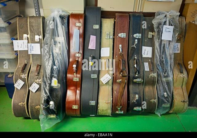 Luthiers stock photos luthiers stock images alamy for Luthier madrid
