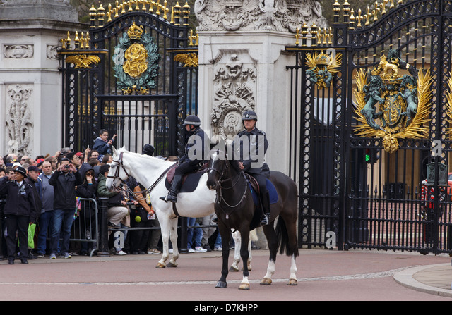 Buckingham Palace Public Stock Photos & Buckingham Palace ...  Buckingham Pala...