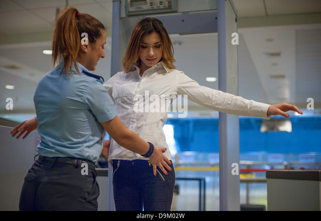 how to become an airport security guard in canada